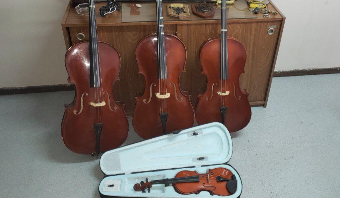 Recuperan y devuelven instrumentos que habían sido sustraídos de una escuela