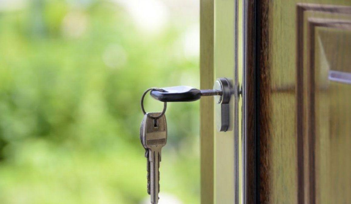 Olvidó las llaves en su casa, quiso volver a entrar y murió absurdamente