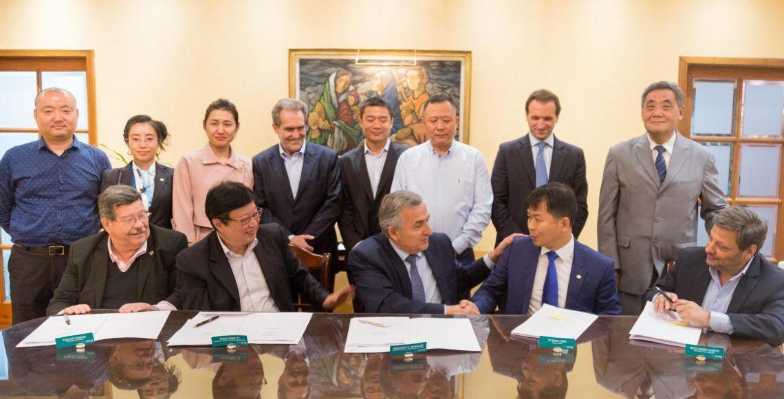 Convenio. El gobernador Gerardo Morales y el presidente de Power China Argentina Tu Shuiping