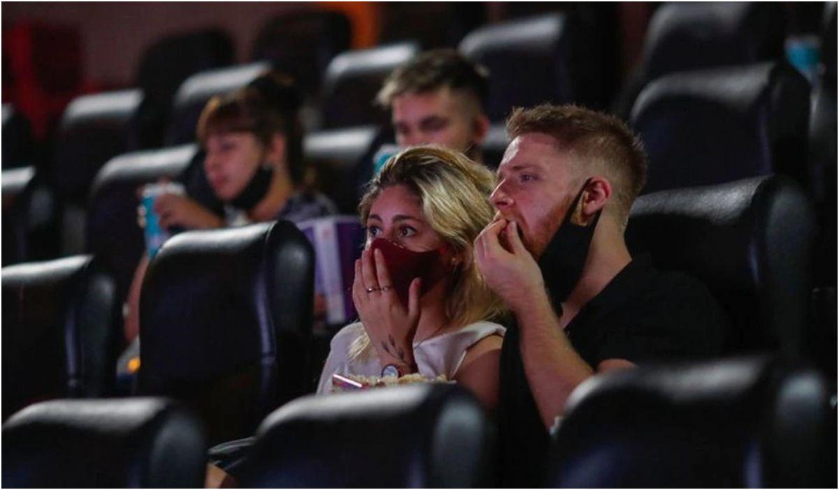 El gobierno dará $5.000 a los jóvenes para gastar en cines y recitales