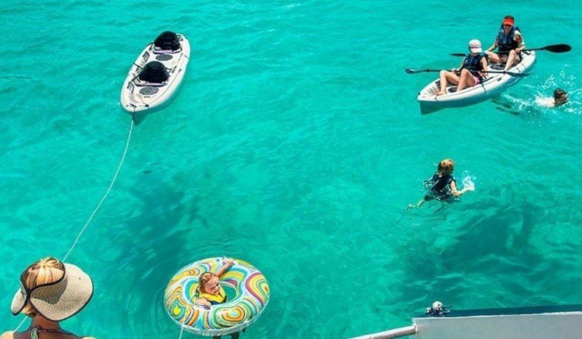 La pequeña isla multicolor de Sudamérica que es famosa entre los viajeros