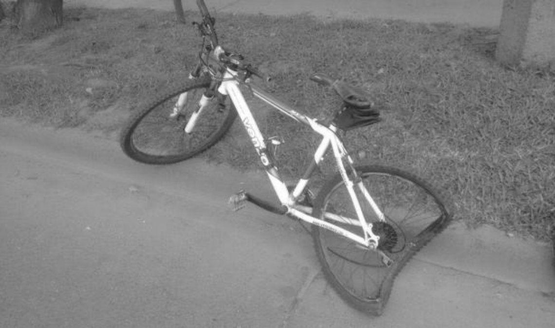 Colectivo embistió a un ciclista en el centro