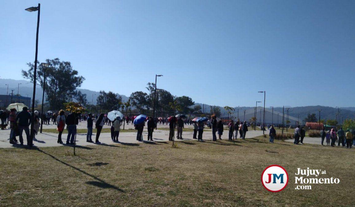 Cientos de abuelos en Ciudad Cultural por la segunda dosis de Sputnik V