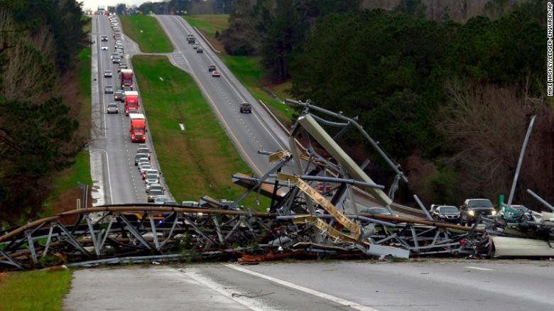 Al menos 23 muertos después de que tornados tocaran tierra en Alabama y Georgia