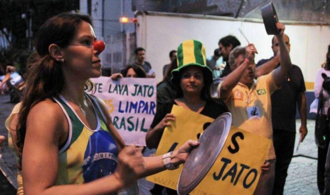 Cacerolazos contra Bolsonaro por otro récord de muertos diarios