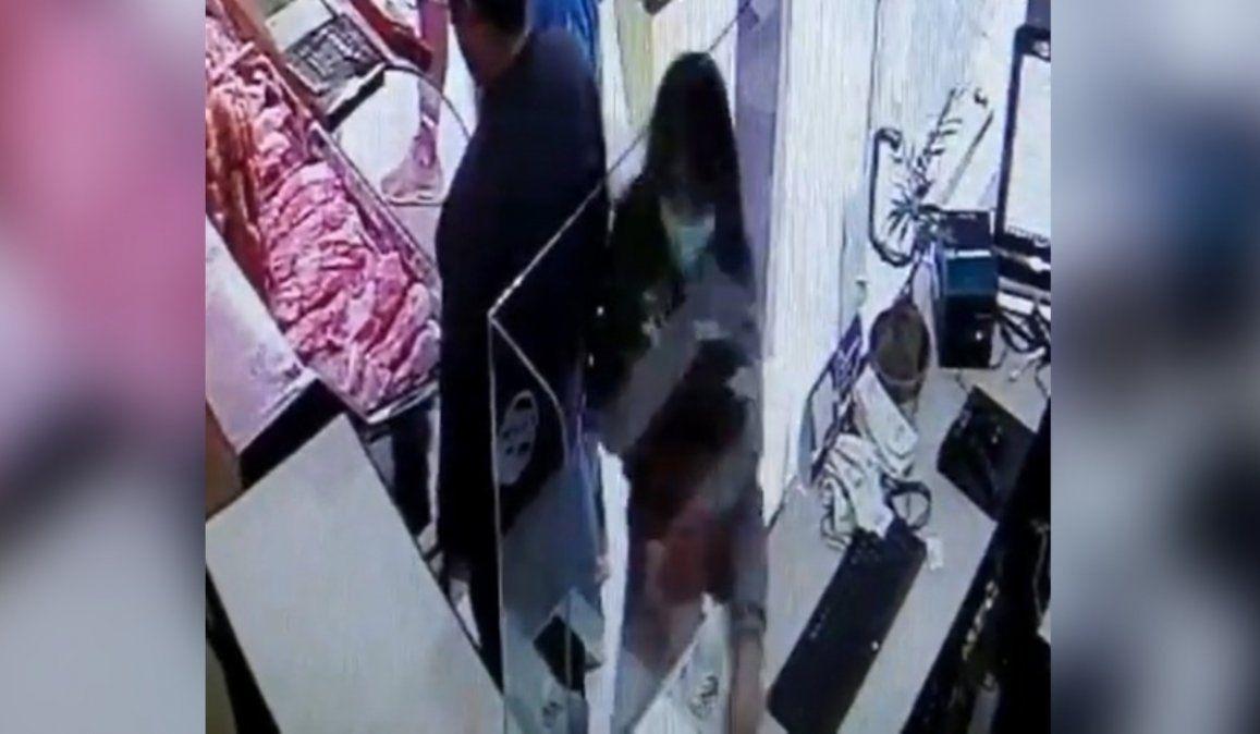 Delincuentes robaron en complicidad a plena luz del día y todo quedó registrado en cámara