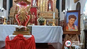 Una reliquia de Carlo Acutis convocó a los jujeños en la Iglesia Catedral