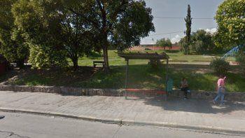 Mostraba sus partes íntimas en una plaza de barrio Gorriti
