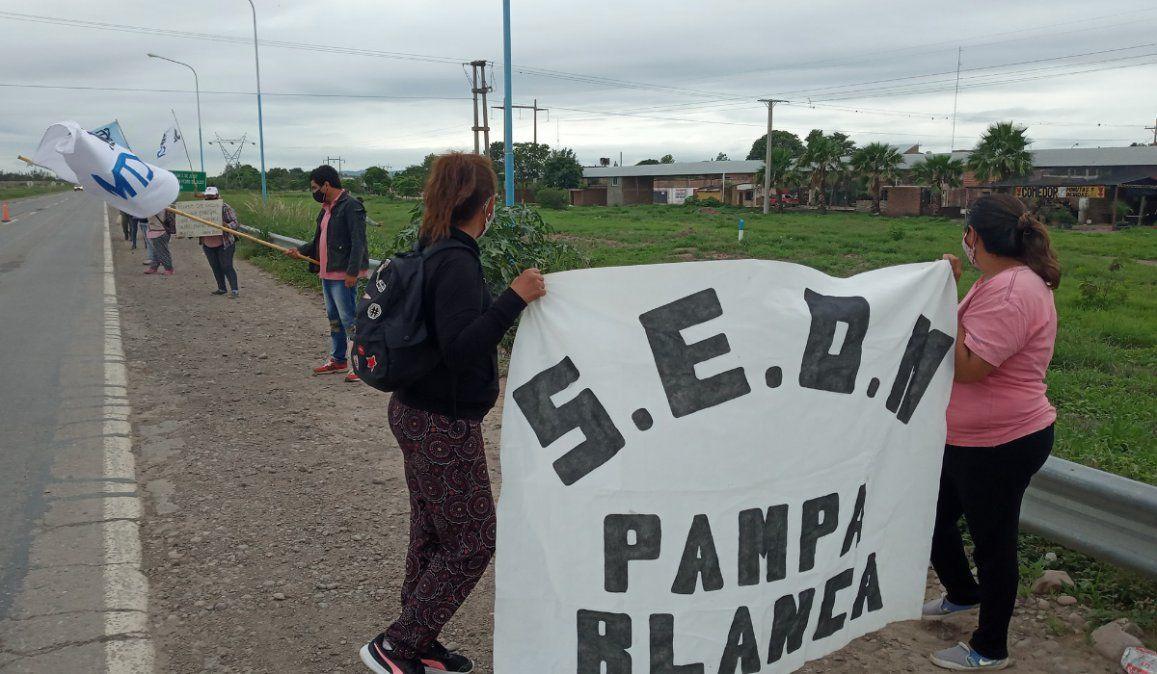 SEOM protesta en la Ruta 34 por los municipales despedidos en Pampa Blanca