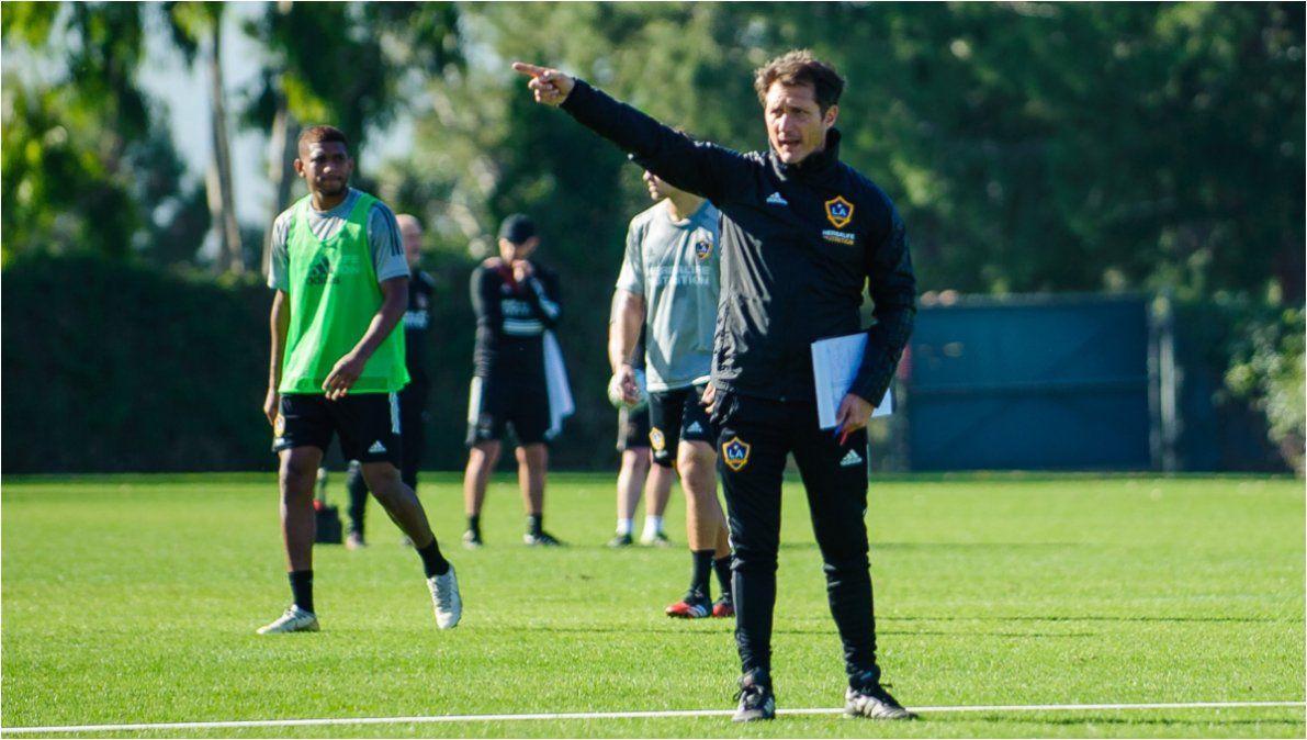 Echaron a Guillermo Barros Schelotto de Los Ángeles Galaxy