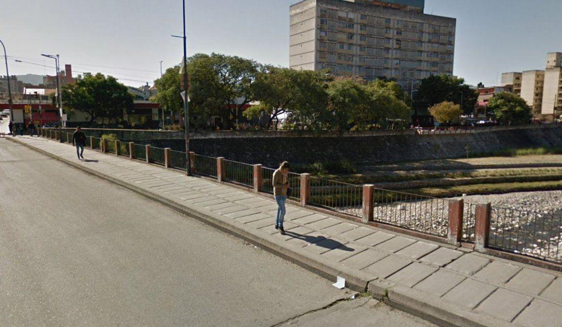 Un adolescente se tiró del Puente Necochea