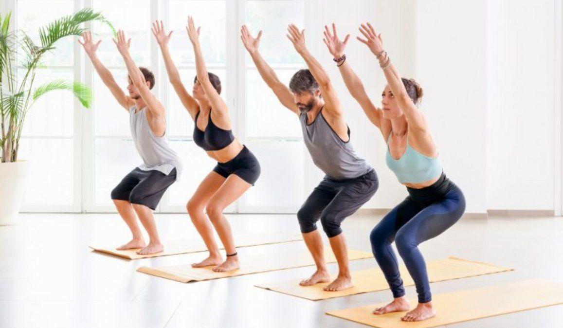 ¡Yoga en casa! Postura de la silla, el poder del cuerpo