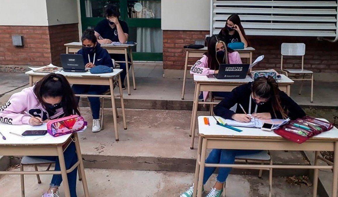 Nueva resolución: Materias especiales con clases virtuales pero los alumnos en la escuela