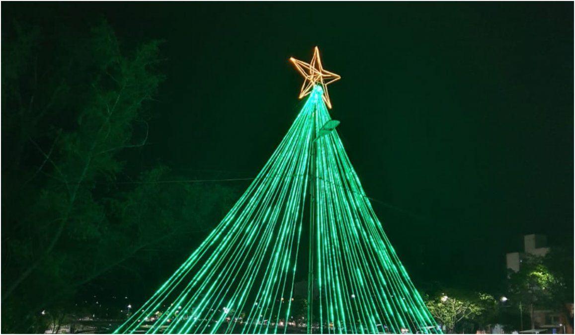 Se acerca fin de año y la ciudad comienza a lucir luminaria navideña