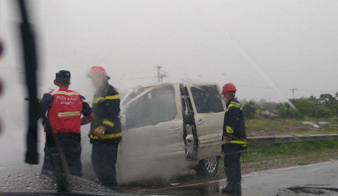 Video: Se incendió un auto en la ruta nacional 34