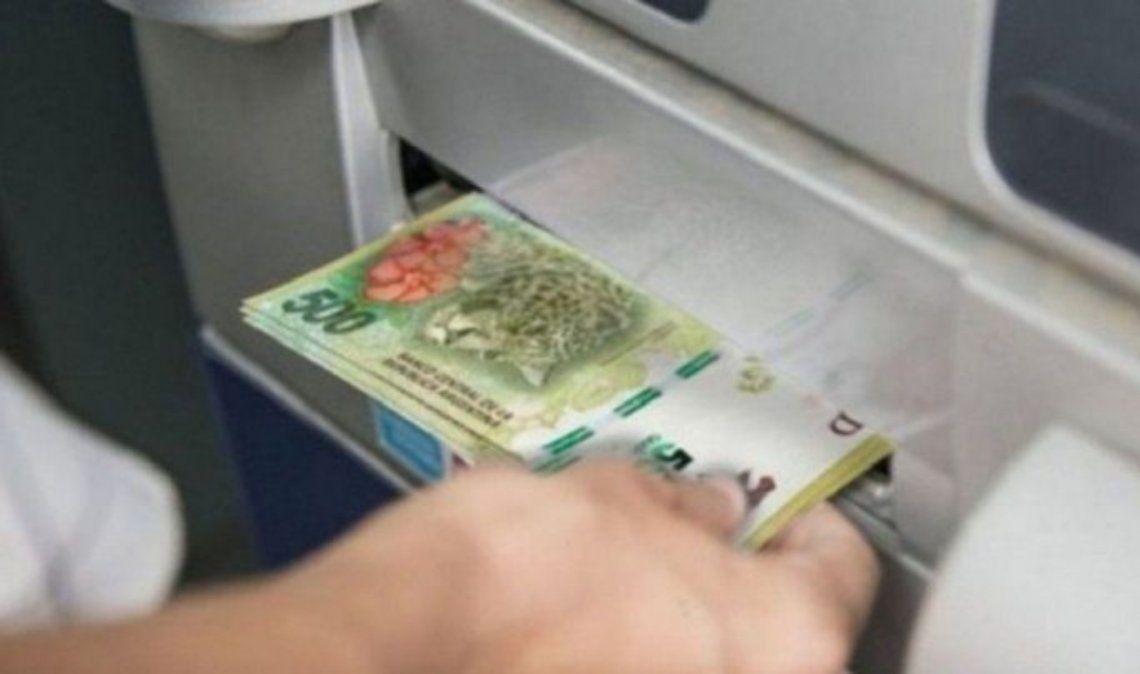 Es la primera vez en seis años que el gobierno paga el aguinaldo en junio