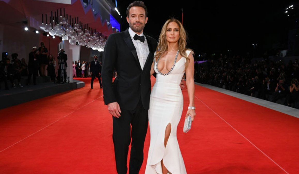 Festival de Venecia: Ben Affleck y Jennifer Lopez oficializan su romance en la alfombra roja