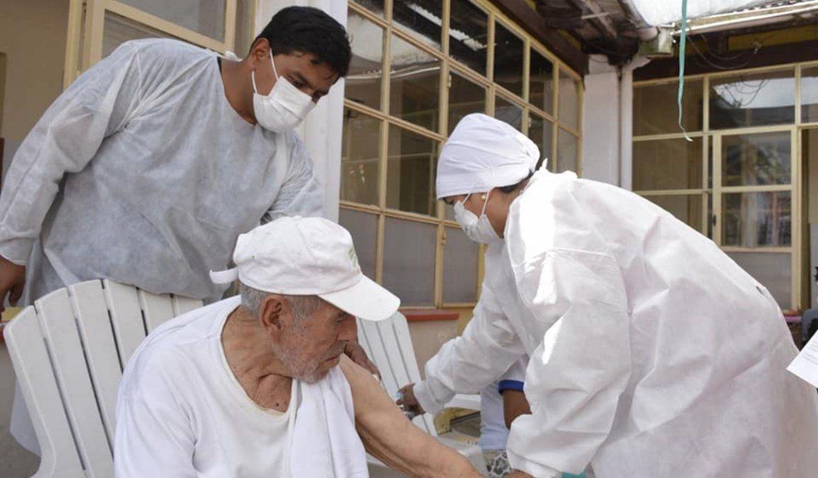 Comenzaron a vacunar a adultos mayores en Jujuy