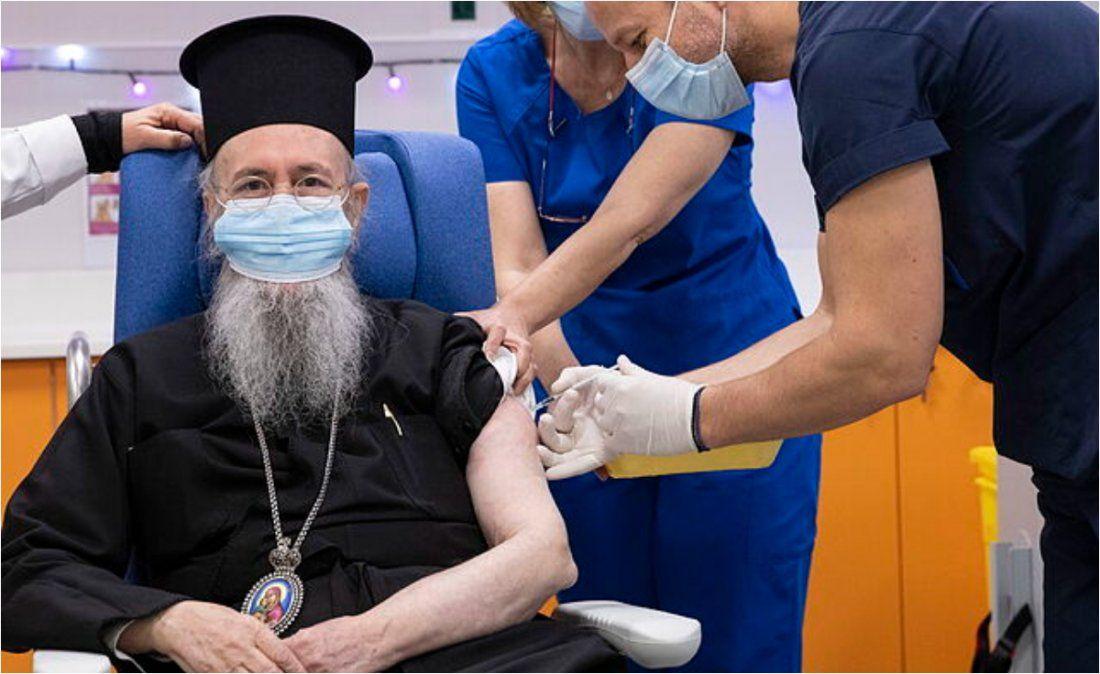 Grecia impuso restricciones por siete meses a quienes no estén vacunados