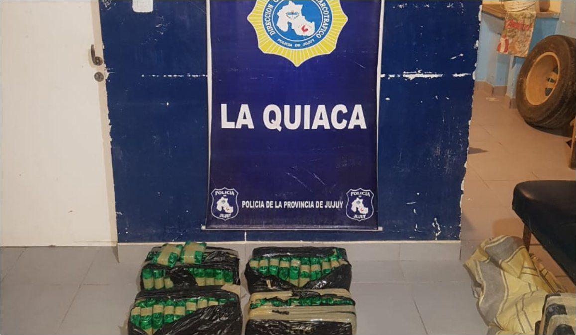 Escaparon y abandonaron  40 kg de hojas de coca