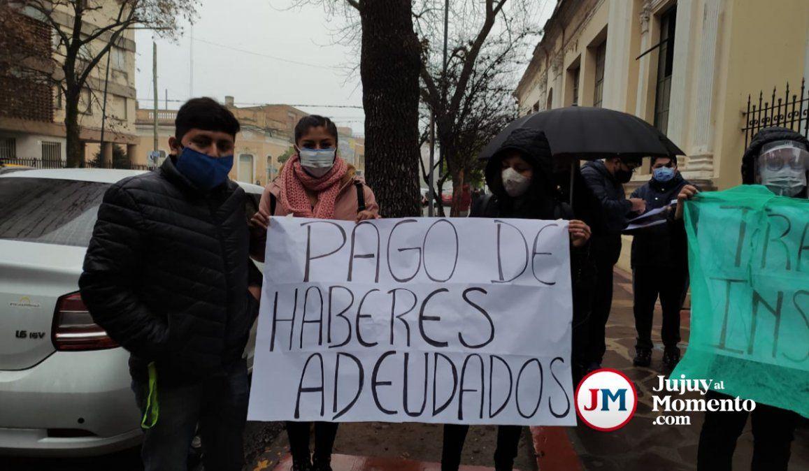Protesta de enfermeros del Hospital San Roque por sueldos atrasados