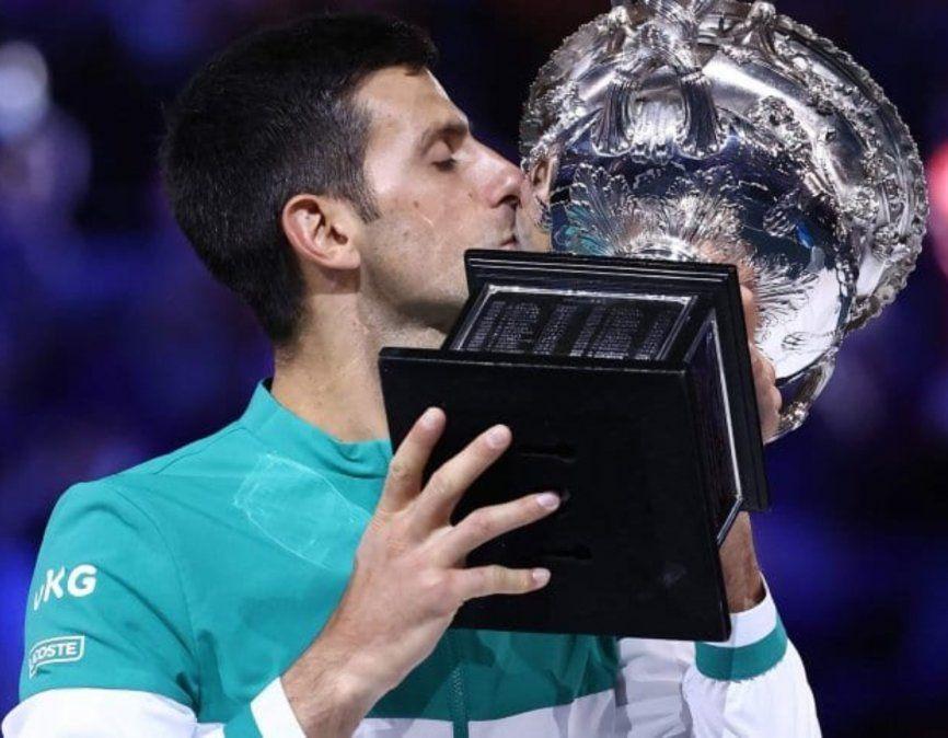 Djokovic aplastó a Medvedev y ganó su noveno Abierto de Australia