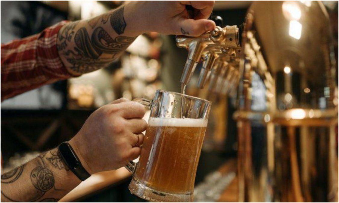 Insólita propuesta en EEUU: ofrecen cerveza gratis a jóvenes para que se vacunen