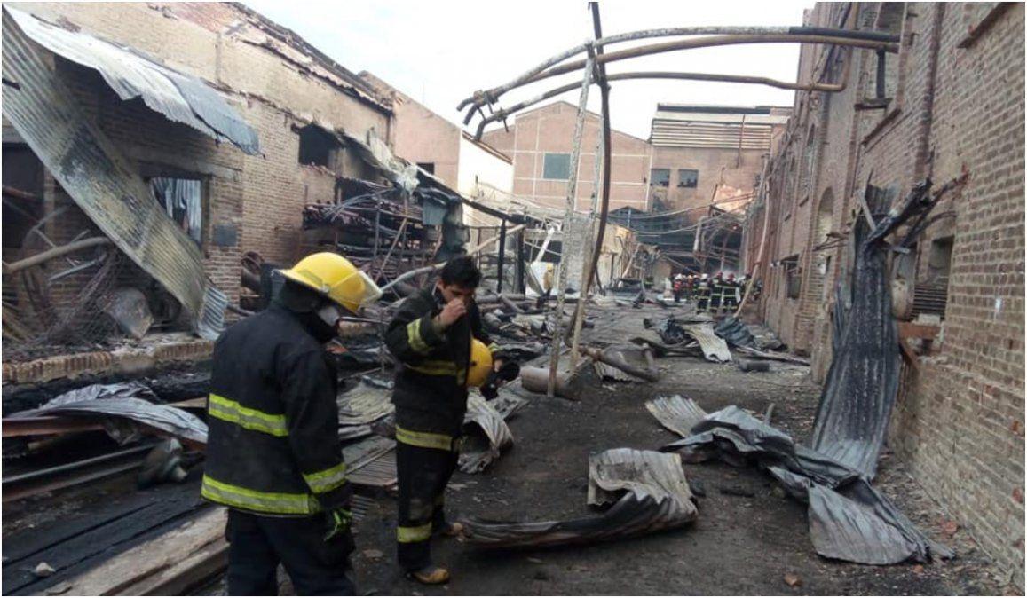 Hallaron dos operarios más y ya son ocho los muertos en el Ingenio La Esperanza