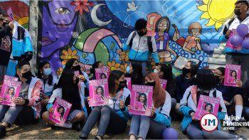 Iara Rueda: Mural y emotivo homenaje de sus compañeros, a un año del femicidio