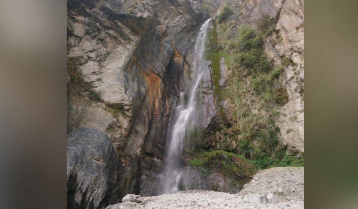 Paseaban por la cascada de Bárcena, se perdieron y tuvieron que rescatarlos