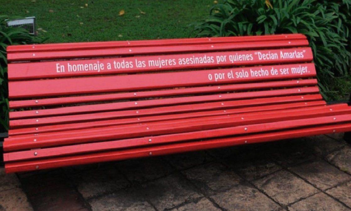 """Jujuy y el primer """"banco rojo"""" en memoria a una víctima de femicidio"""