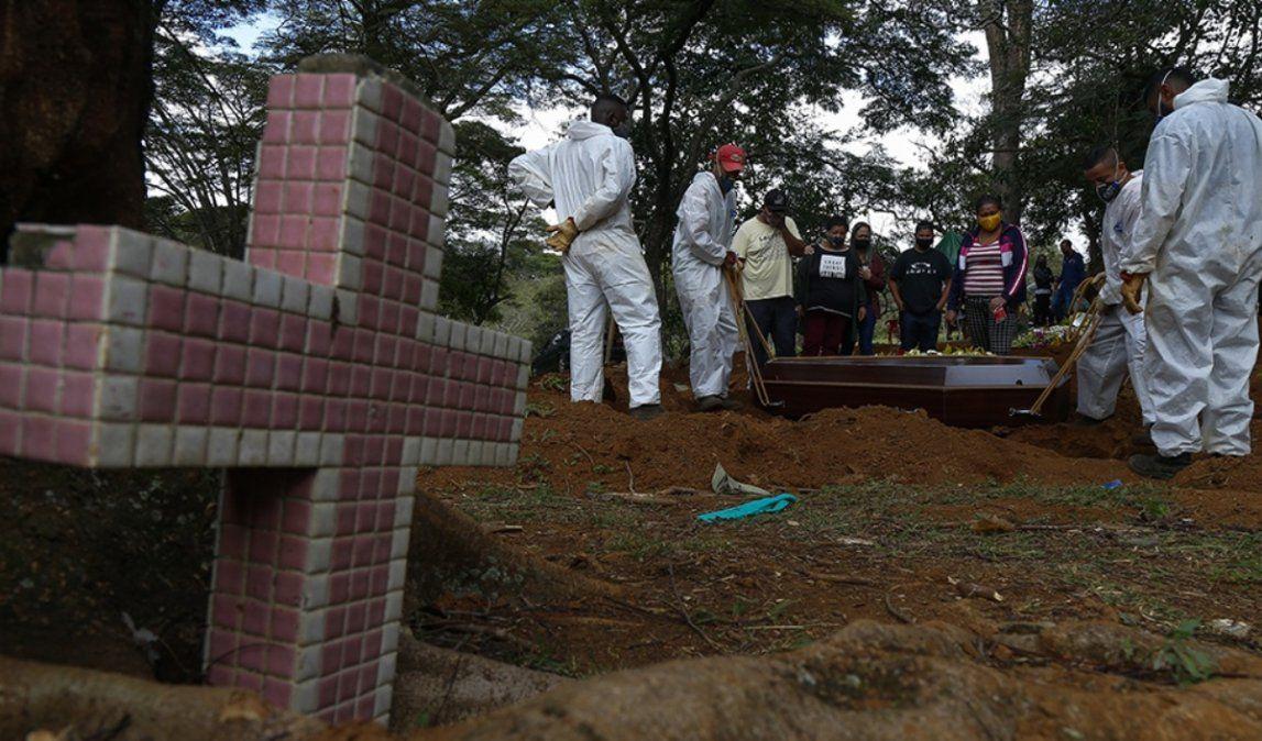 Brasil superó la barrera de los 400.000 muertos por coronavirus