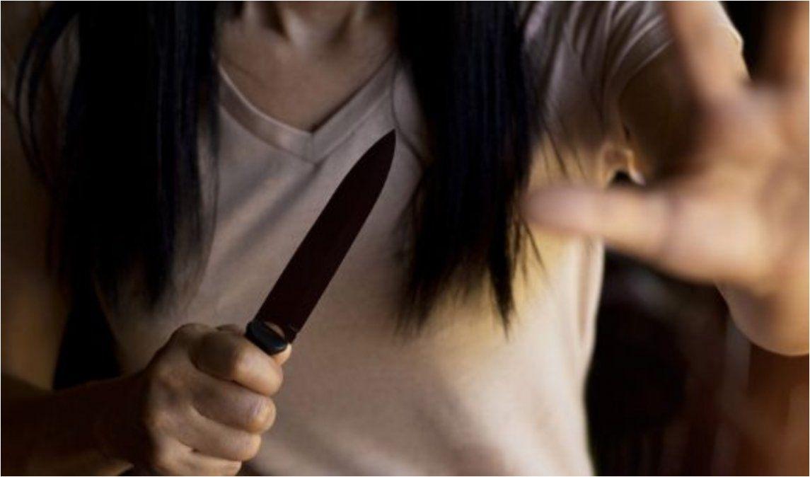 En un momento de furia, una joven acuchilló a su pareja