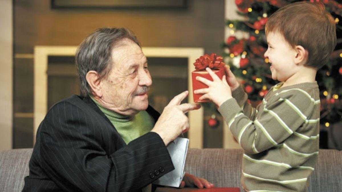 Los adultos mayores y las fiestas: Cómo contenerlos y que se sientan acompañados