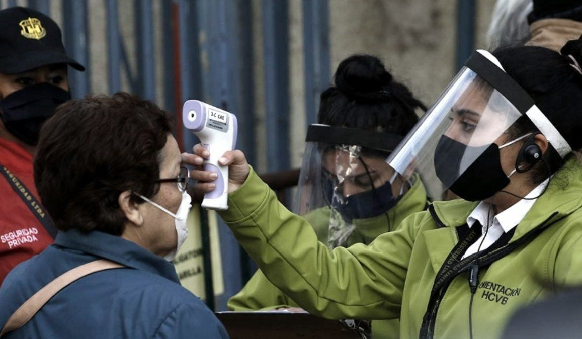 Chile anota nuevo récord diario de 54 muertes y supera los 90.000 casos