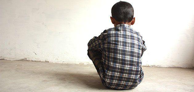 Un nene de 7 años le robó a su hermano y su madre le quemó las manos