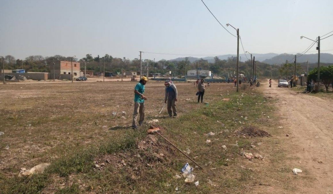 Intentaron asentarse en una cancha de fútbol en Libertador