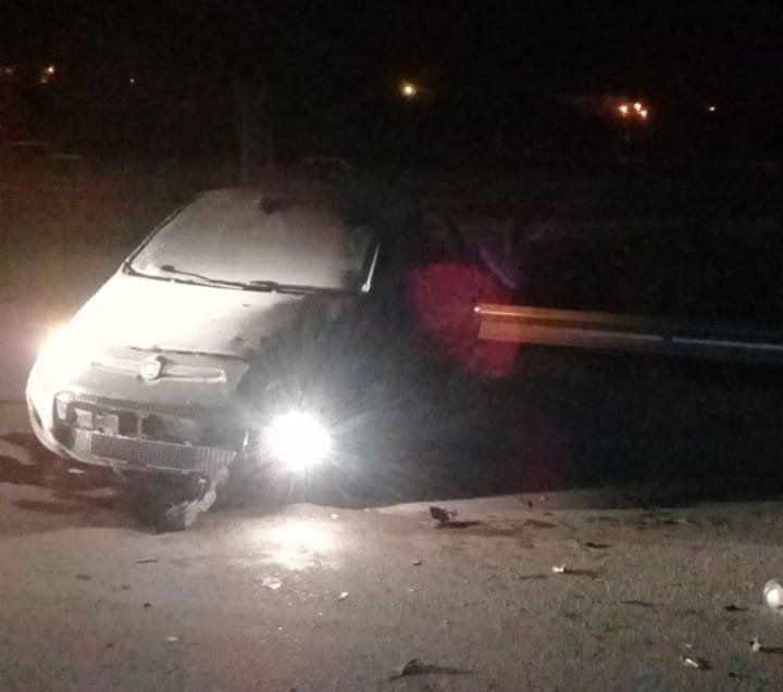 Un hombre murió al volcar su auto y salir despedido