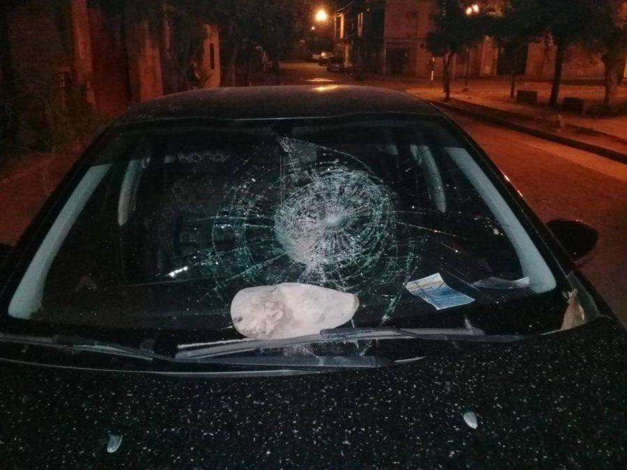 En estado de ebriedad rompió los cristales de varios autos y terminó detenido