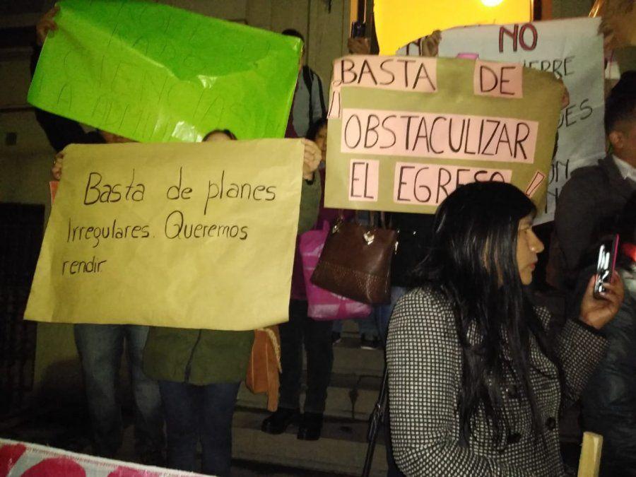 Alumnos del profesorado de lengua marcharon por el cierre de carreras