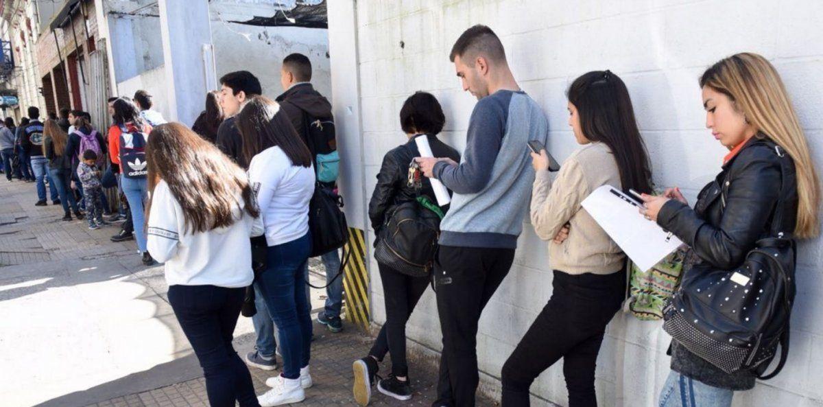El desempleo subió 10,4%: Son 2 millones de personas más sin trabajo, antes de la pandemia