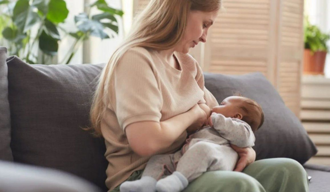 La leche materna de las madres vacunadas contiene anticuerpos contra el SARS-CoV-2