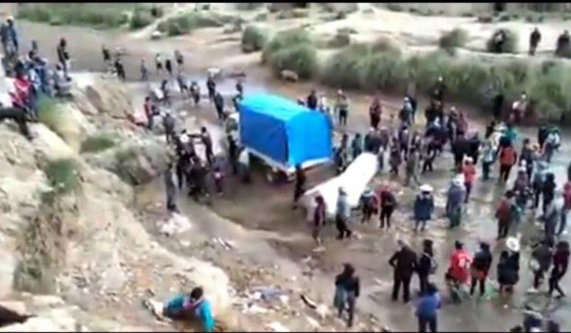 Descontrol y violentos enfrentamientos en un paso no habilitado entre La Quiaca y Villazón
