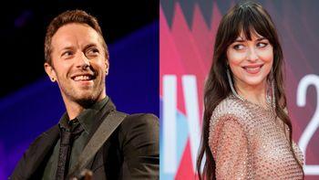 Chris Martin declara su amor por Dakota Johnson en pleno concierto