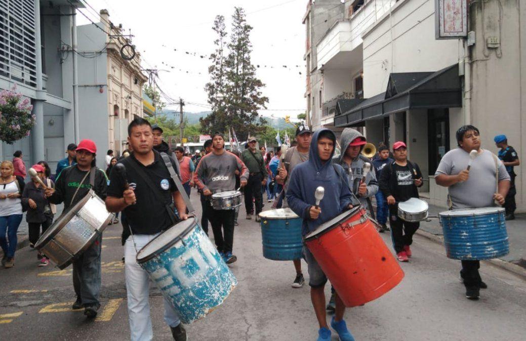 Municipales marchan en apoyo a los docentes