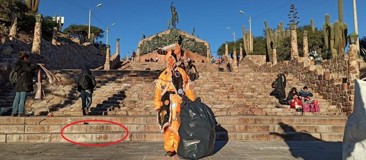 En Humahuaca todo el gabinete municipal se puso a limpiar el Monumento