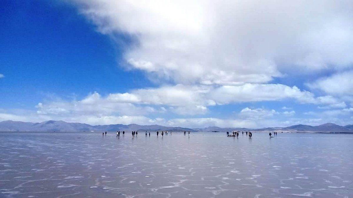 ¡Una belleza! Las Salinas quedaron cubiertas de agua por las lluvias