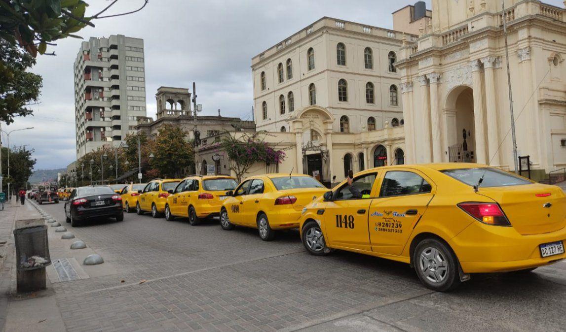 Taxistas acrecientan sus medidas de fuerza