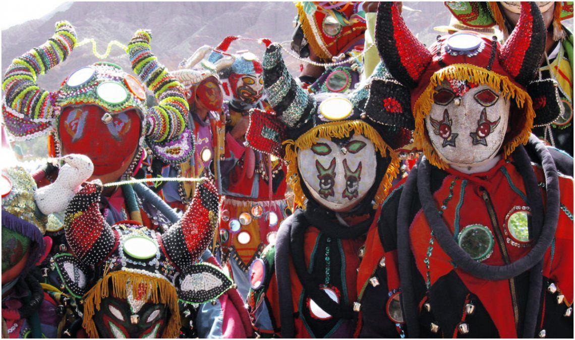 Carnaval con restricciones: Las comparsas salieron a criticar la medida del gobierno