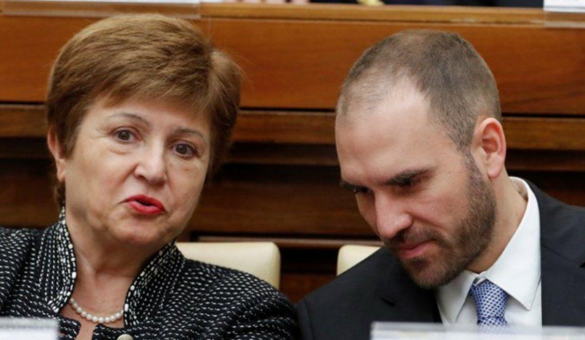 El ministro Guzmán junto a Kristalina Georgieva. El gobierno busca ahora que un acuerdo con el FMI ayude a generar confianza REUTERS/Remo Casilli.